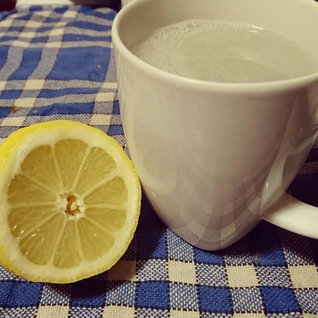 Rituel du matin : eau chaude citronnée